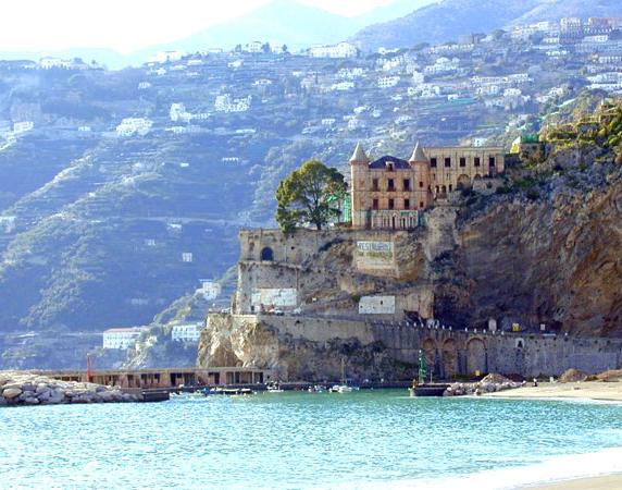 Италия, Лигурия Виллы, дома, коттеджи, апартаменты