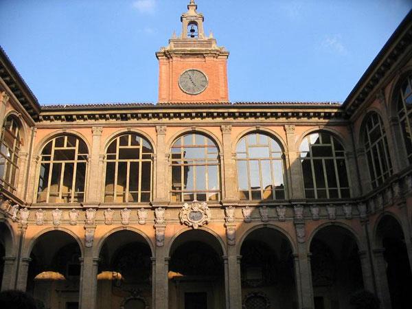 первый заведение болонский университет