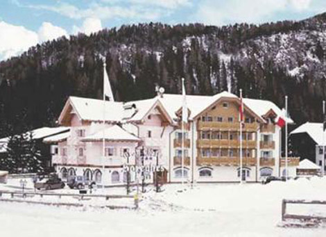 Grand Chalet Soreghes Hotel & Club